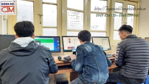 Sinh viên học trung cấp công nghệ thông tin