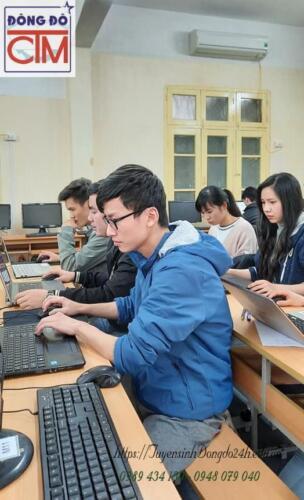 Sinh viên trường trung cấp CNTT